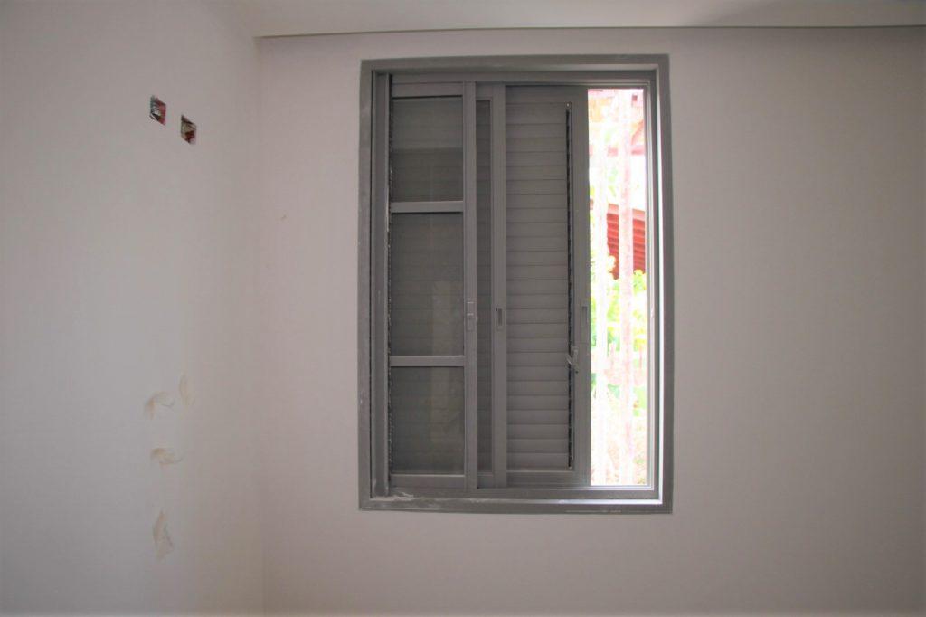 חלונות אלומיניום לפני צביעה