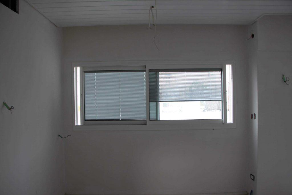 צביעת חלונות אלומיניום לצבע אפור ללבן