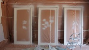 צביעת חלונות אלומיניום בצבע אקרילי דו רכיבי