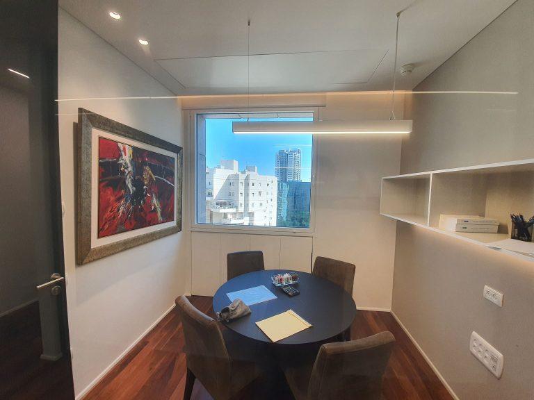 צביעת אלומיניום בבניין משרדים בית עוז